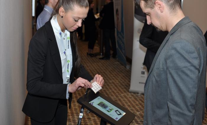 kioski-multimedialne-konferencje-kongresy-mega