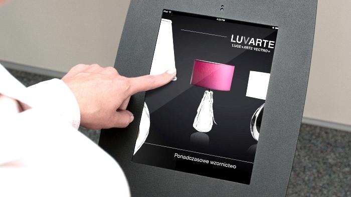 kioski-multimedialne-mobi-stand-ekspozycja-sprzedaz-luvarte
